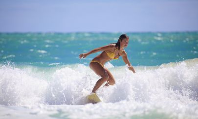 girl-surfing